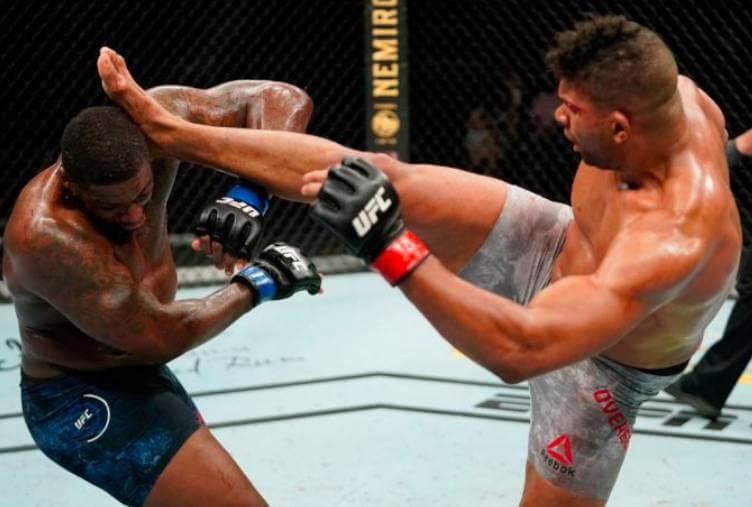 UFCの会場でで闘う選手